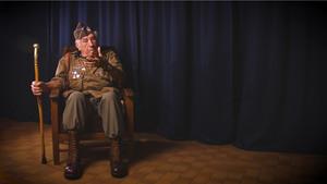Paratrooper Vincent J. Speranza bezoekt Oorlogsmuseum Overloon