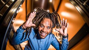 Cabaretier Marlon Kicken - In de lift