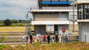 Groeter rondleiding bij stuw- en sluizencomplex Sambeek