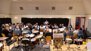 Het Regio-orkest Oost-Brabant onder leiding van Bart van Zutven.  (foto Jacqueline Verhofstad)